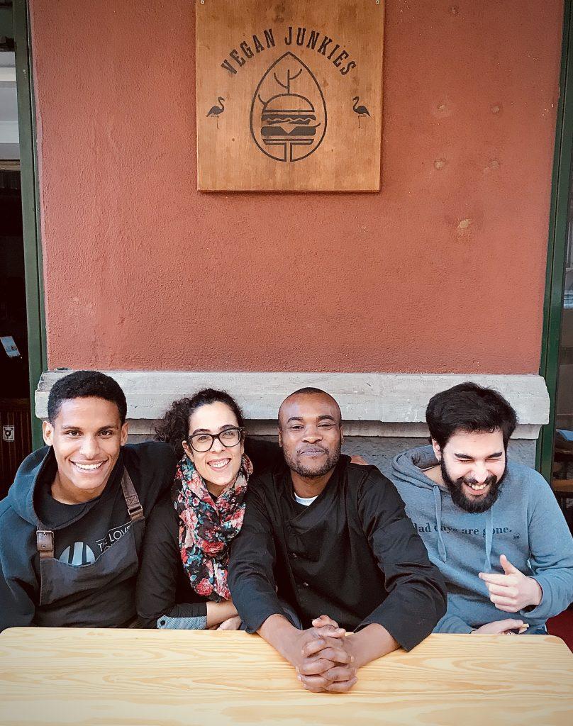 staff vegan junkies no restaurante   e aplicações de entrega
